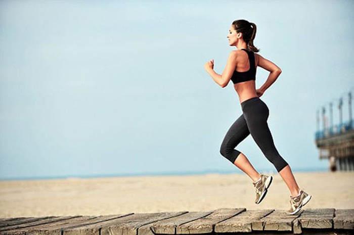 Когда лучше делать пробежки утром или вечером