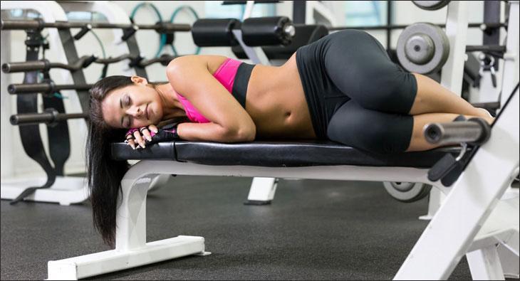 Можно ли делать упражнения во время месячных: советы специалистов