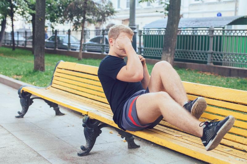 11 упражнений, которые можно делать в парке или на даче. Изображение номер 12