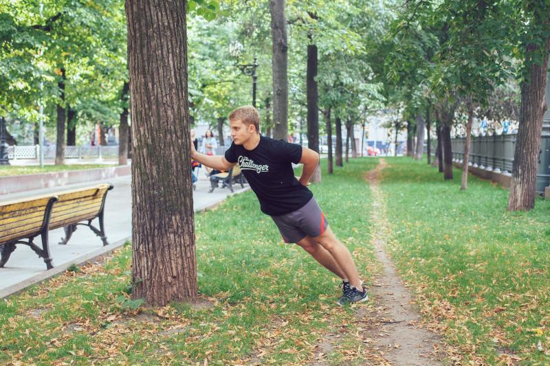 11 упражнений, которые можно делать в парке или на даче. Изображение номер 17