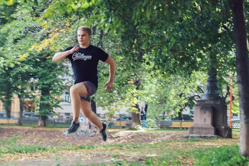 11 упражнений, которые можно делать в парке или на даче. Изображение номер 1