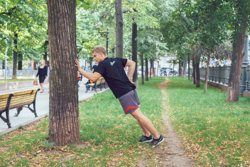 11 упражнений, которые можно делать в парке или на даче. Изображение номер 20