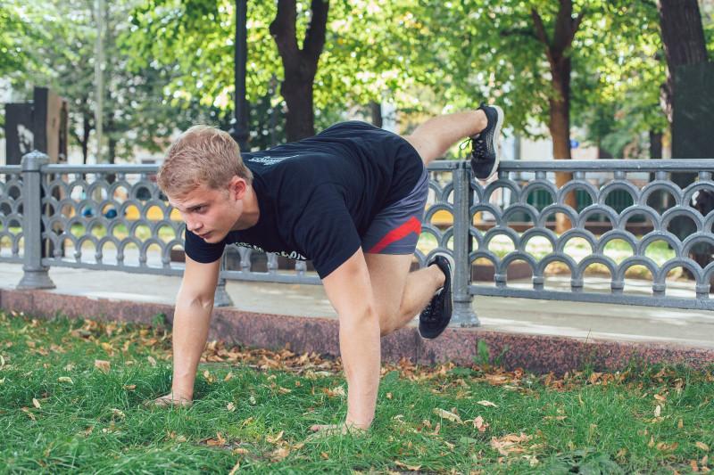11 упражнений, которые можно делать в парке или на даче. Изображение номер 4