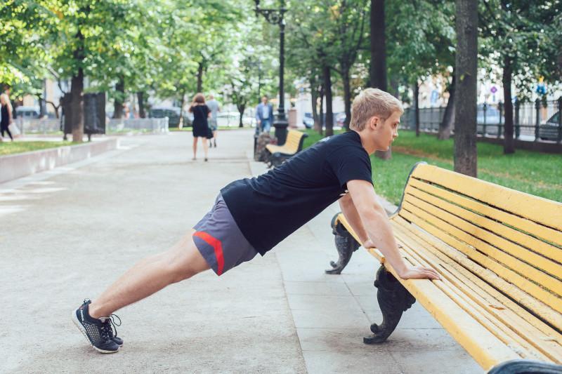 11 упражнений, которые можно делать в парке или на даче. Изображение номер 8