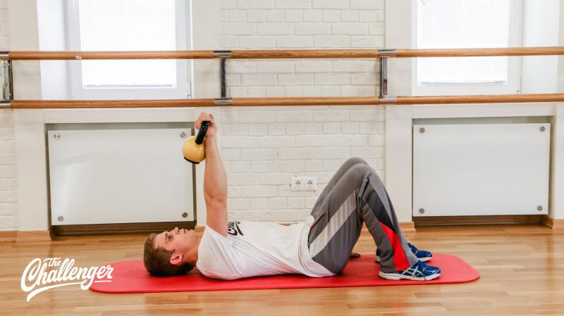 13 упражнений с гирями, которые отлично качают все мышцы. Изображение номер 1