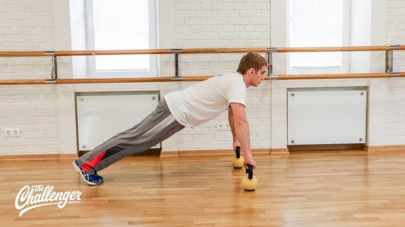 13 упражнений с гирями, которые отлично качают все мышцы. Изображение номер 7