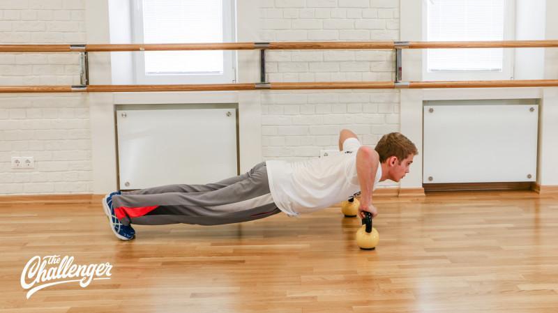 13 упражнений с гирями, которые отлично качают все мышцы. Изображение номер 8