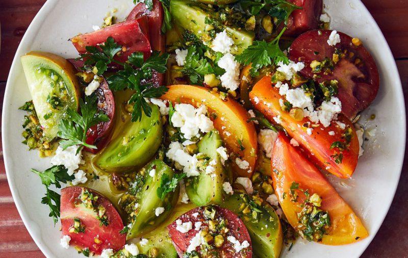 Изображение рецепта Салат с помидорами, фетой и фисташками