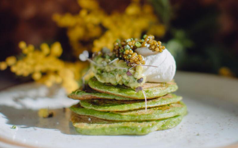Изображение рецепта Оладьи из шпината с гуакамоле и чёрной икрой