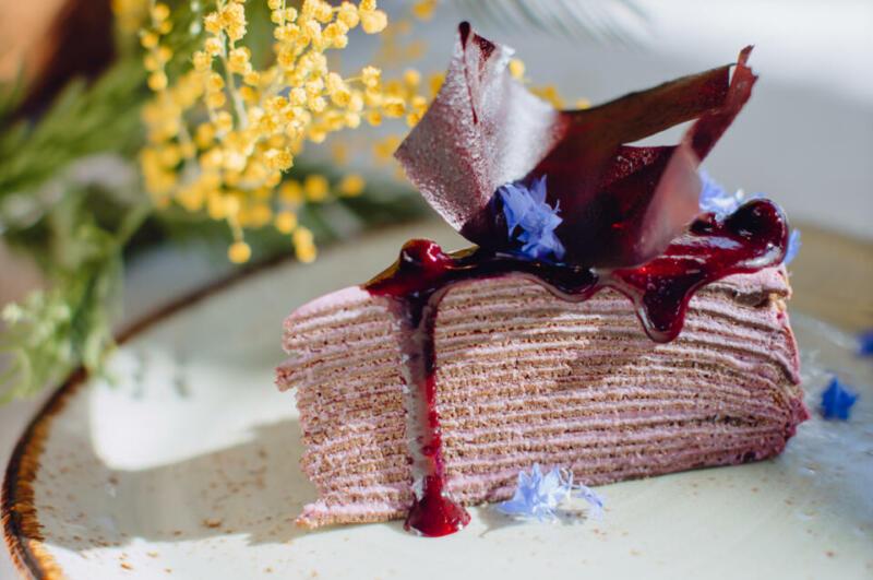 Изображение рецепта Блинный торт из черёмуховой муки и чёрной смородины