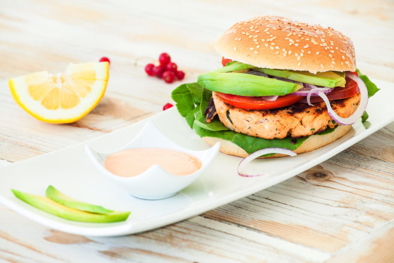 Изображение рецепта Пикантный бургер с тунцом