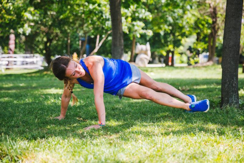 5 эффективных упражнений для красивых плеч и рук. Изображение номер 9