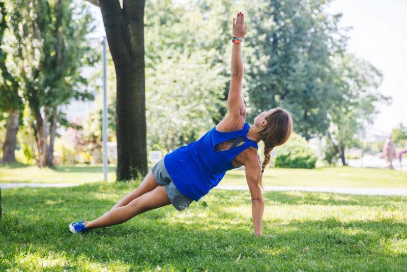 5 эффективных упражнений для красивых плеч и рук. Изображение номер 4