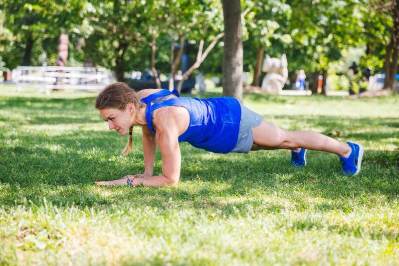 5 эффективных упражнений для красивых плеч и рук. Изображение номер 5