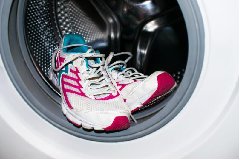 5 ошибок, которые вы допускаете при стирке кроссовок. Изображение номер 1