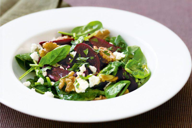 Изображение рецепта Салат со свёклой, мягким сыром и грецкими орехами