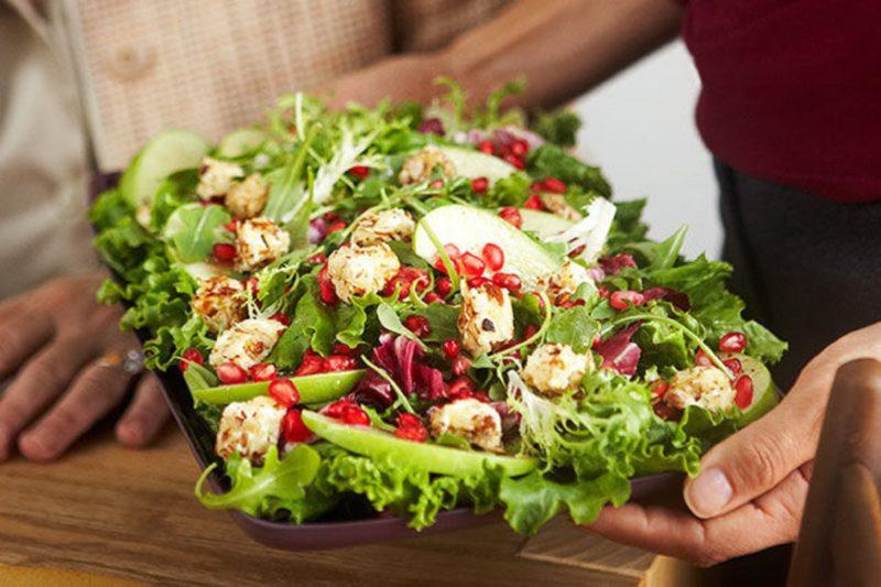 Изображение рецепта Зелёный салат с тёплым мягким сыром