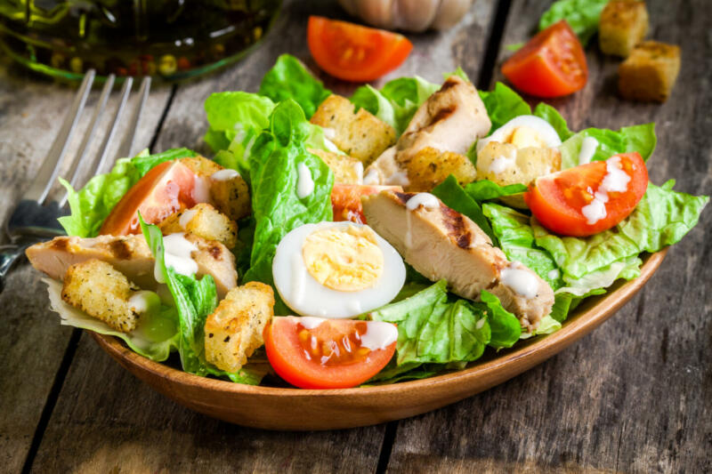 Изображение рецепта Салат с яйцом, курицей и фисташками