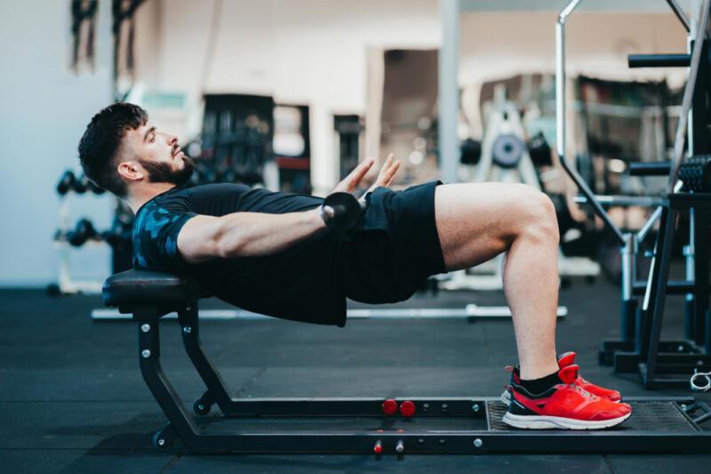 5 способов сделать упражнение «ягодичный мостик» (и прокачать ягодицы). Изображение номер 4