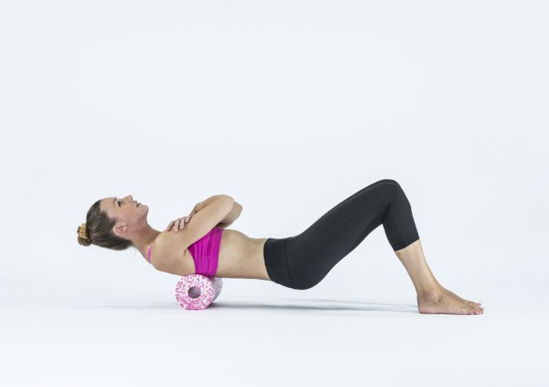9 упражнений с массажным роллом, которые помогут расслабиться. Изображение номер 8
