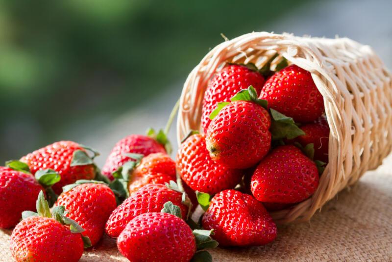Чем полезна клубника, как выбрать вкусную и что приготовить из этой ягоды. Изображение номер 1