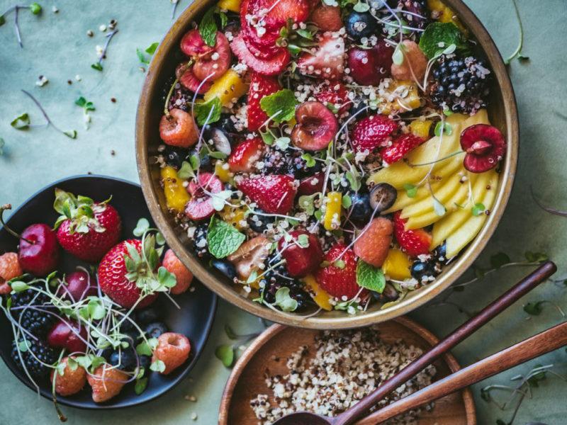 Изображение рецепта Салат из киноа с ягодами