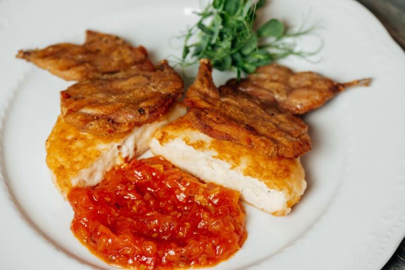 Изображение рецепта Перепёлка с лепёшками из кукурузы и сыра