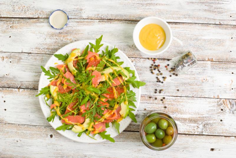 Изображение рецепта Салат с сёмгой, огурцами и апельсиново-горчичной заправкой