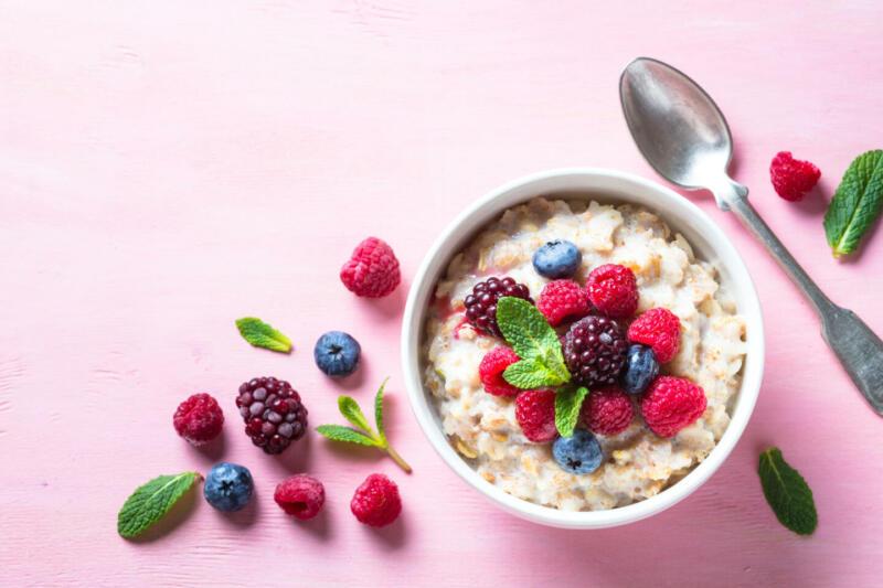 Изображение рецепта Овсяная каша с ягодами и какао