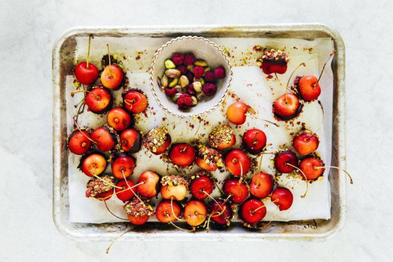 Изображение рецепта Черешня в шоколаде с фисташками
