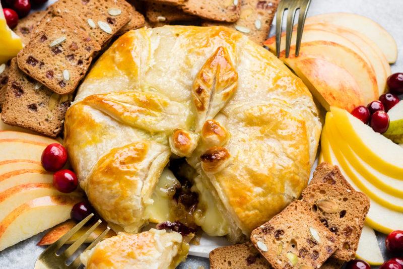Изображение рецепта Запечённый сыр бри с пеканом и клюквой