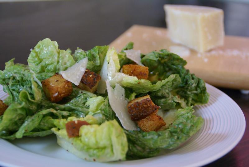 Как приготовить идеальный салат «Цезарь». Изображение номер 2