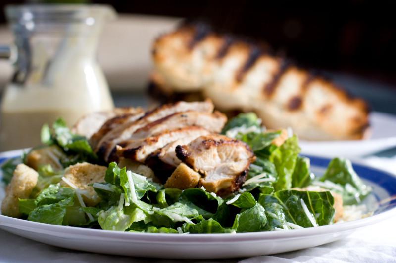 Как приготовить идеальный салат «Цезарь». Изображение номер 6
