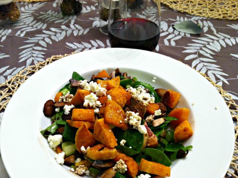 Как приготовить сытные и полезные салаты: 10 рецептов до 400 калорий. Изображение номер 10