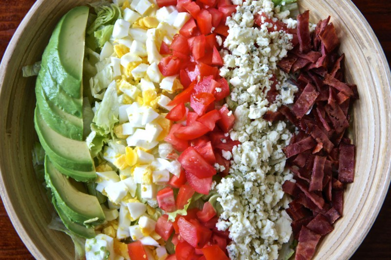 Как приготовить сытные и полезные салаты: 10 рецептов до 400 калорий. Изображение номер 5