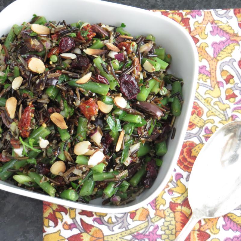 Как приготовить сытные и полезные салаты: 10 рецептов до 400 калорий. Изображение номер 8