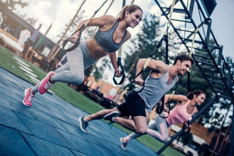 Как тренироваться с петлями TRX: 6 упражнений, которые вы ещё не делали. Изображение номер 1