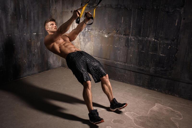 Как тренироваться с петлями TRX: 6 упражнений, которые вы ещё не делали. Изображение номер 2
