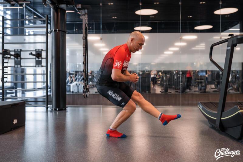 Майский челлендж: 5 простых упражнений, которые сделают ваши ноги сильнее. Изображение номер 9