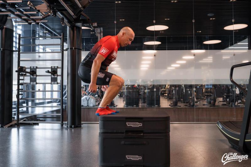 Майский челлендж: 5 простых упражнений, которые сделают ваши ноги сильнее. Изображение номер 11