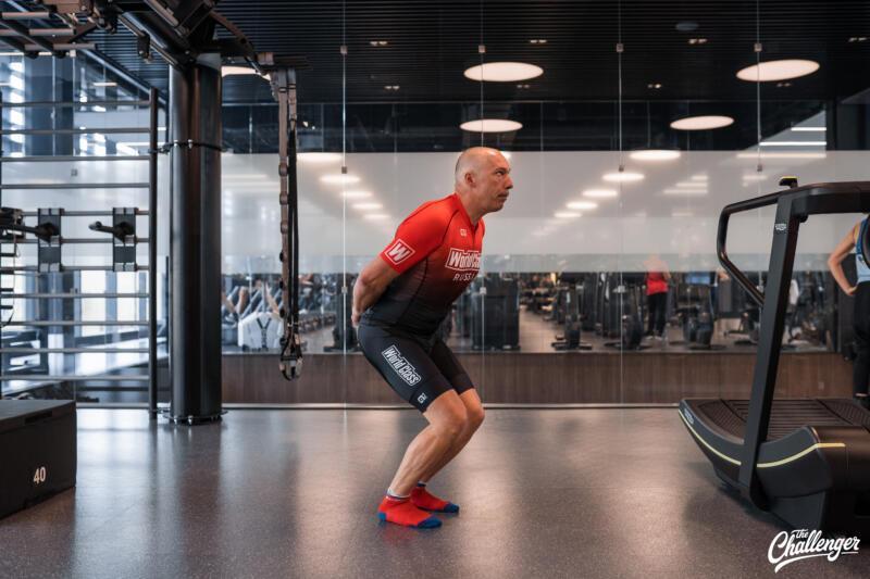 Майский челлендж: 5 простых упражнений, которые сделают ваши ноги сильнее. Изображение номер 6