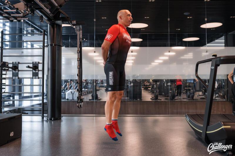 Майский челлендж: 5 простых упражнений, которые сделают ваши ноги сильнее. Изображение номер 7