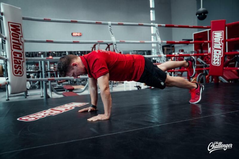 Мышцы как у Дуэйна Скалы Джонсона: 6 мощных статических упражнений для всего тела. Изображение номер 3