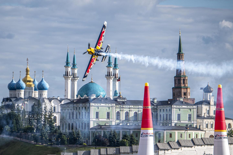 «Нам нужно быть сильными, но максимально лёгкими»: как тренируется и что ест чемпион мира Red Bull Air Race. Изображение номер 3