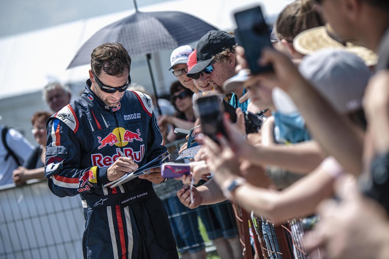 «Нам нужно быть сильными, но максимально лёгкими»: как тренируется и что ест чемпион мира Red Bull Air Race. Изображение номер 5