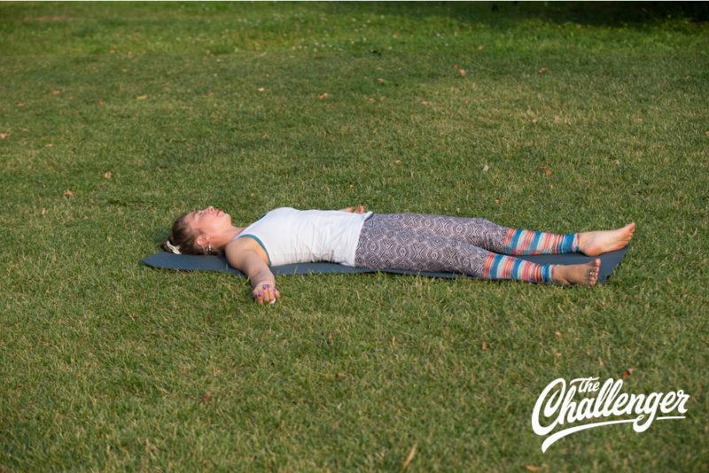 Позы йоги: 10 упражнений, которые помогут избавиться от боли в спине. Изображение номер 11