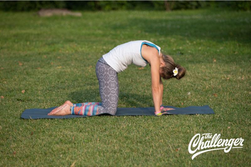 Позы йоги: 10 упражнений, которые помогут избавиться от боли в спине. Изображение номер 2