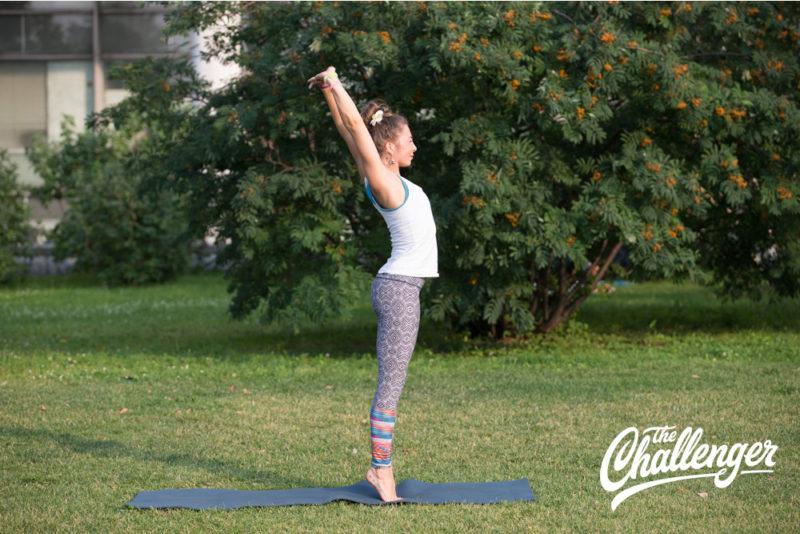 Позы йоги: 10 упражнений, которые помогут избавиться от боли в спине. Изображение номер 4