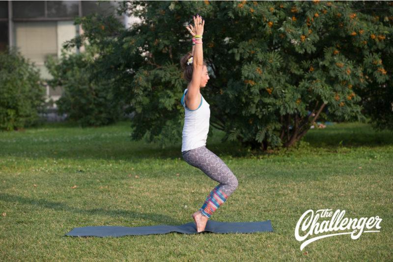 Позы йоги: 10 упражнений, которые помогут избавиться от боли в спине. Изображение номер 5