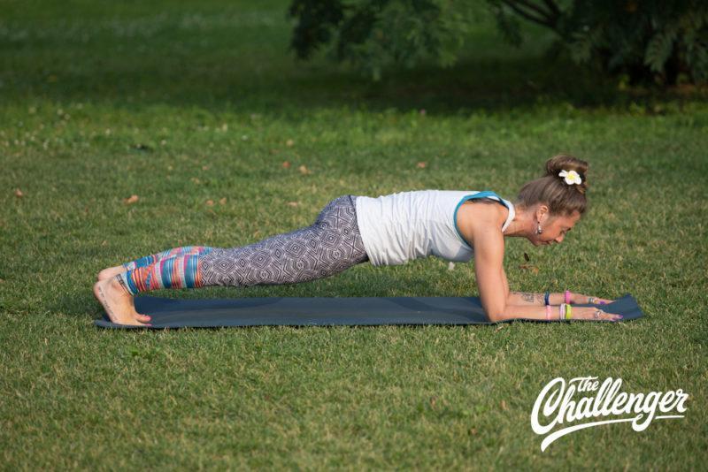 Позы йоги: 10 упражнений, которые помогут избавиться от боли в спине. Изображение номер 6